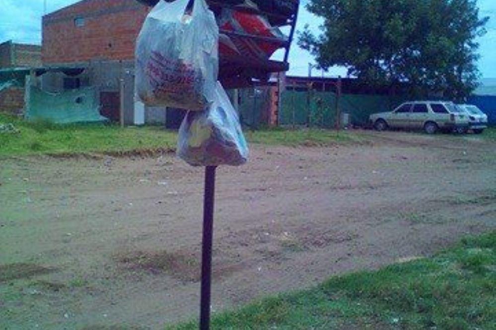 RECLAMO : Vecina se queja porque hace una semana no pasa el servicio de recoleccion