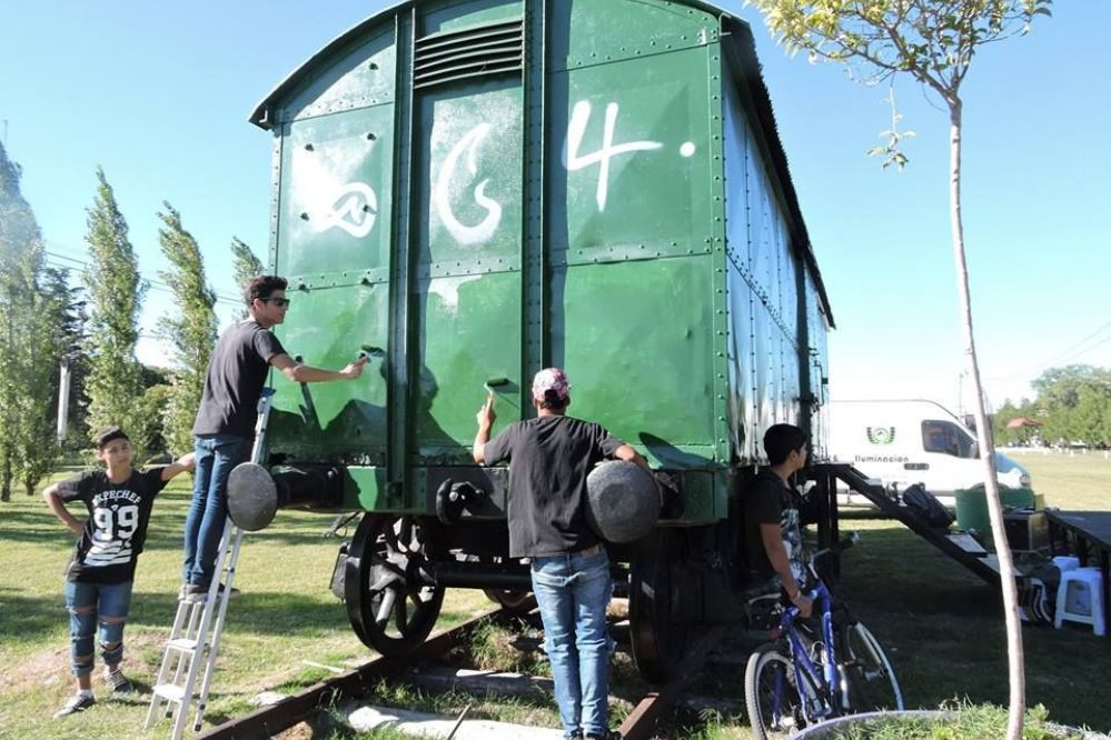 Con dialogo todo se puede: Restauraron los vagones pintados dias atras-Mira las fotos