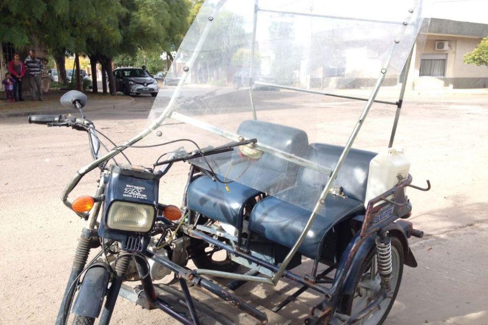 HACE MINUTOS: Motociclista fue colisionado por utilitario, que se fugó del lugar, en calle 15 y 28-Mira las fotos