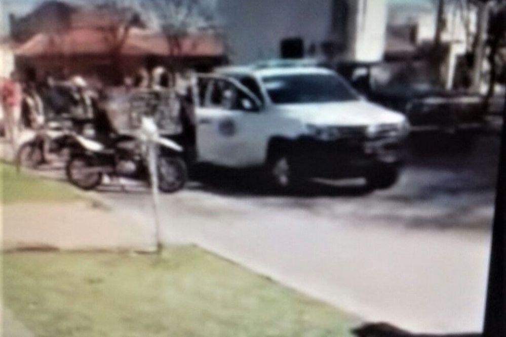 GENERAL PICO: Pareja iba en moto, vio un operativo, quiso frenar y derrapó hasta colisionar contra una Trafic