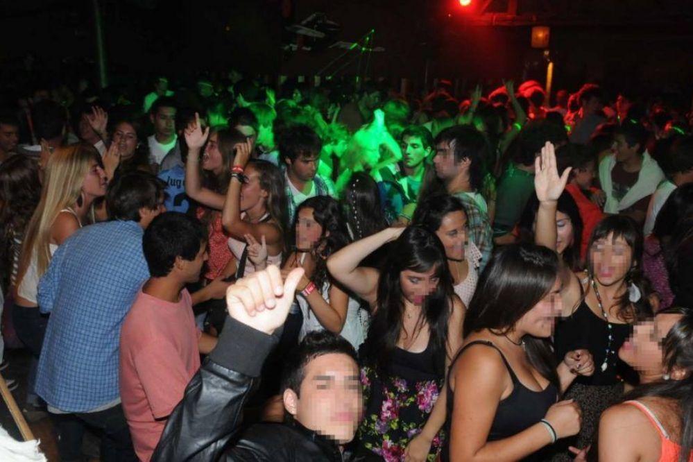 TIERNO: ¿En que horario deberían funcionar los Boliches?¿estas de acuerdo con los controles de alcoholemia?-Entrá y dejá tu opinión