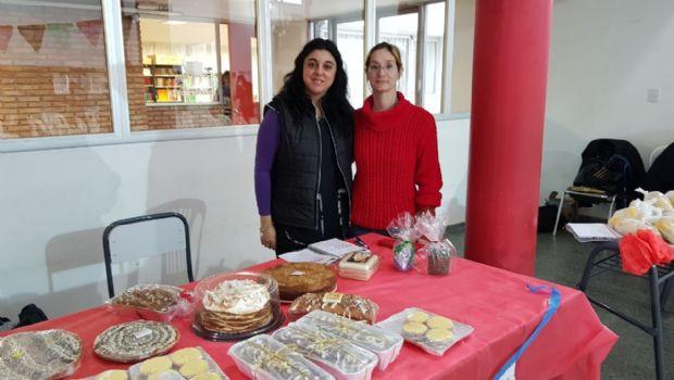 AHORA: Se está desarrollando la feria americana y de platos para ayudar a Santiago-Mira