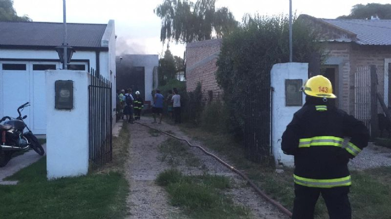 URGENTE: Incendio en un galpón de motos en calle 28 e/ 37 y 39-Video y fotos